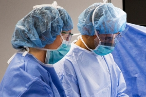 Ten Steps Help You How To Properly Wear A Surgical Gown?